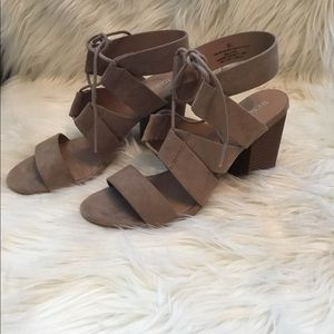 Merona Ankle Strap Taupe Lace up block heel 8.5